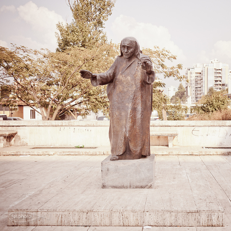 Tirana - Albanian symbol: a sacred statue of Blessed Mother Teresa (at Polytechnic).