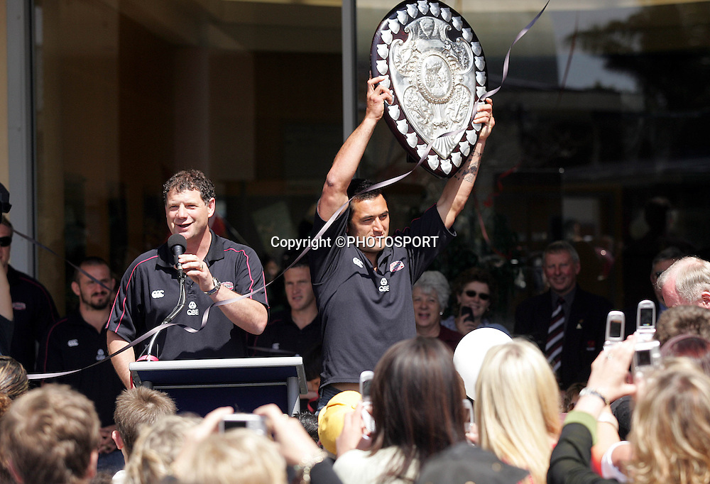 Harbour captain Rua Tipoki shows off the shield during the street parade for the North Habour Air NZ Cup team who won the Ranfurly Shield last weekend, at Takapuna, Auckland, on Thursday 28 September 2006. Photo: Renee McKay/PHOTOSPORT<br />