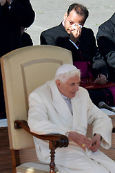 Pope Benedict XVI greets the faithfuls for the last time, St Peters Square, Vatican, Italy,  February 28, 2013. Photo by Imago / i-Images...UK ONLY