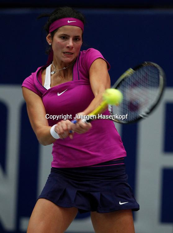 Generali Ladies Linz  2011,WTA Tour, Damen.Hallen Tennis Turnier in Linz, Oesterreich,.Julia Goerges (GER),Aktion,Einzelbild,.Halbkoerper,Hochformat,