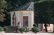 Deutschland, Germany,Baden-Wuerttemberg.Schwarzwald.Rastatt, Schloss Favorite, Brunnen.Black Forest, Rastatt, Castle Favorite...