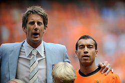 05-06-2010 VOETBAL: NEDERLAND - HONGARIJE: AMSTERDAM<br /> Nederland wint met 6-1 van Hongarije / Edwin van der Sar en Giovanni van Bronckhorst<br /> ©2010-WWW.FOTOHOOGENDOORN.NL