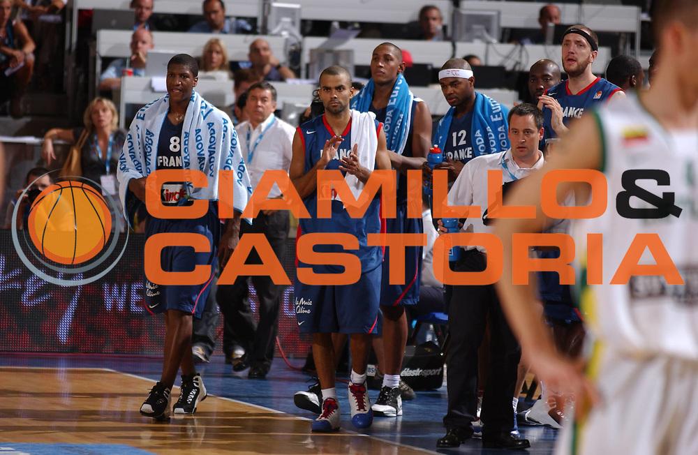 DESCRIZIONE : Madrid Spagna Spain Eurobasket Men 2007 Qualifying Round Lituania Francia Lithuania France <br /> GIOCATORE : Team Francia Team France <br /> SQUADRA : Francia France <br /> EVENTO : Eurobasket Men 2007 Campionati Europei Uomini 2007 <br /> GARA : Lituania Francia Lithuania France <br /> DATA : 10/09/2007 <br /> CATEGORIA : <br /> SPORT : Pallacanestro <br /> AUTORE : Ciamillo&amp;Castoria/JF.Molliere <br /> Galleria : Eurobasket Men 2007 <br /> Fotonotizia : Madrid Spagna Spain Eurobasket Men 2007 Qualifying Round Lituania Francia Lithuania France <br /> Predefinita :
