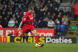 BOLTON, ENGLAND - MONDAY, JANUARY 2nd, 2006: Liverpool's Steven Gerrard scores the equalising goal from the penalty spot during the Premiership match against Bolton Wanderers at the Reebok Stadium. (Pic by David Rawcliffe/Propaganda)