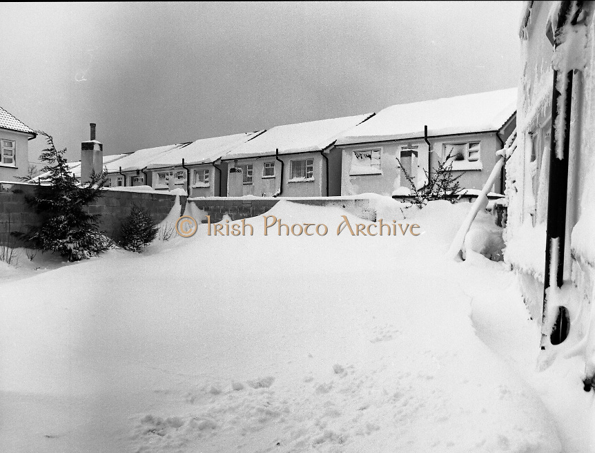 p8 1982 dublin snow scene irish photo archive. Black Bedroom Furniture Sets. Home Design Ideas