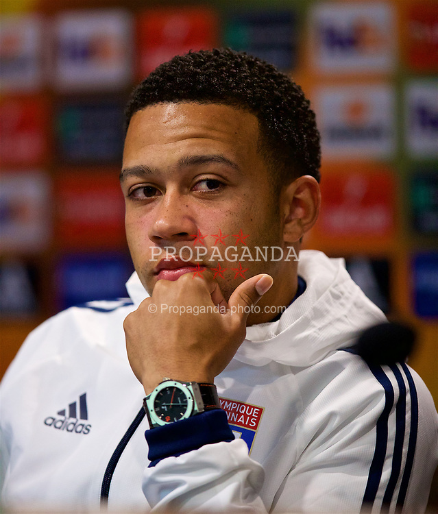 LIVERPOOL, ENGLAND - Wednesday, October 18, 2017: Olympique Lyonnais' Memphis Depay shows off his Hublot watch during a press conference at Goodison Park ahead of the UEFA Europa League Group E match against Everton. (Pic by David Rawcliffe/Propaganda)