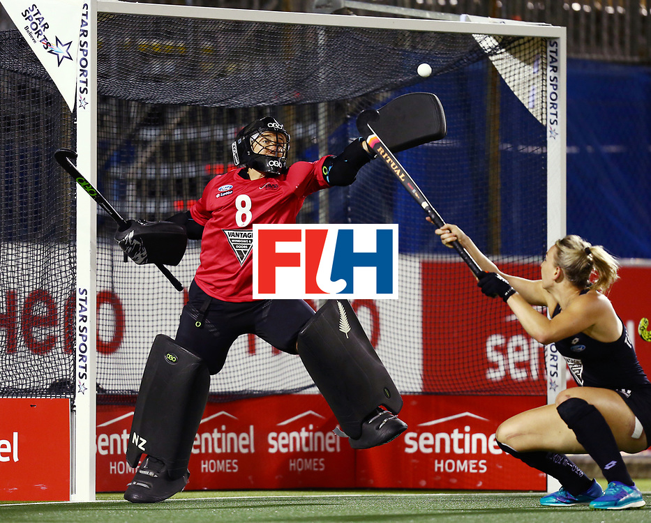 New Zealand, Auckland - 22/11/17  <br /> Sentinel Homes Women&rsquo;s Hockey World League Final<br /> Harbour Hockey Stadium<br /> Copyrigth: Worldsportpics, Rodrigo Jaramillo<br /> Match ID: 10304 - ARG vs NZL<br /> Photo: (8) RUTHERFORD Sally&nbsp;(GK) and (16) THOMPSON Liz