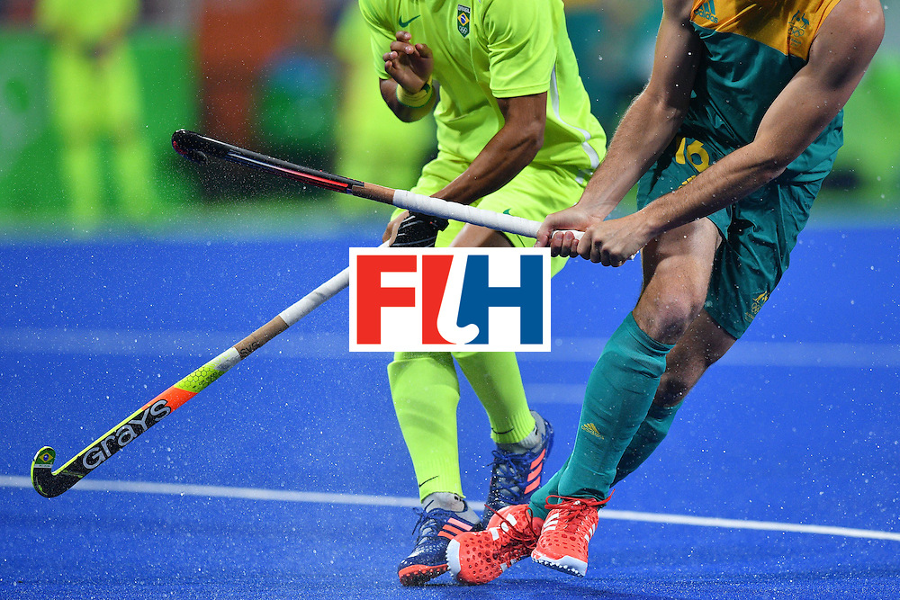 Brazil's Stephane Smith (L) and Australia's Matt Gohdes vie during the mens's field hockey Australia vs Brazil match of the Rio 2016 Olympics Games at the Olympic Hockey Centre in Rio de Janeiro on August, 12 2016. / AFP / Carl DE SOUZA        (Photo credit should read CARL DE SOUZA/AFP/Getty Images)