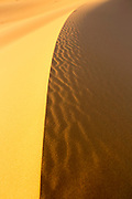 Textures, shapes and footprints in the wild Saharan sand dunes near Merzouga, Erg Chebbi region of the Moroccan Sahara desert, Southern Morocco, 2015-06-10. <br />