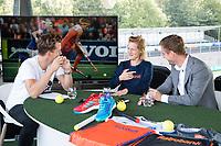 AMSTELVEEN - Opname Studio Shoot van Hockey.nl , bij de Rabo Eurohockey Championships 2017.Carlien Dirkse van den Heuvel (Ned) en Rob Reckers. Presentatie Jeroen Mansier.  COPYRIGHT KOEN SUYK