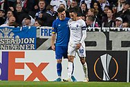 Benjamin Verbić (Dynamo Kiev) lægger armen om Carlos Zeca (FC København), der netop er dømt straffespark imod, under kampen i UEFA Europa League mellem FC København og Dynamo Kiev den 7. november 2019 i Telia Parken (Foto: Claus Birch).