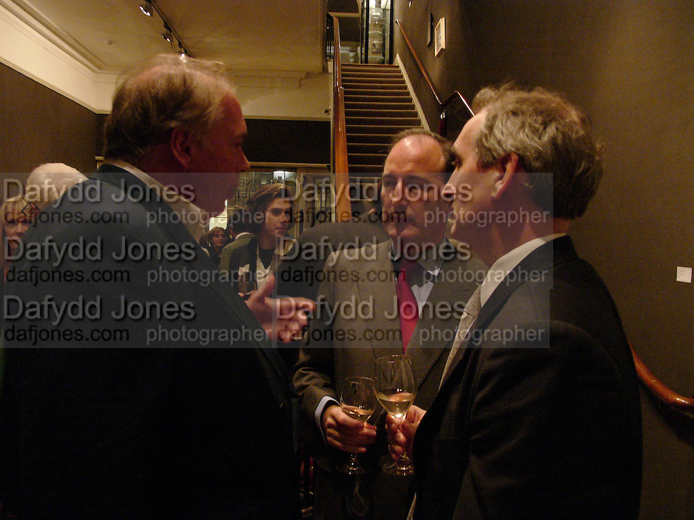 Lord Hesketh, Charles Moore and George Robinson. 'Shades of Grey', exhibition of new paintings and drawings by Emma Sergeant. 148 New Bond St. 1 November 2004. ONE TIME USE ONLY - DO NOT ARCHIVE  © Copyright Photograph by Dafydd Jones 66 Stockwell Park Rd. London SW9 0DA Tel 020 7733 0108 www.dafjones.com