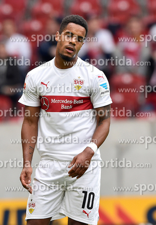 26.09.2015, Mercedes Benz Arena, Stuttgart, GER, 1. FBL, VfB Stuttgart vs Borussia Moenchengladbach, 7. Runde, im Bild Daniel Didavi VfB Stuttgart nach Lattenschuss // during the German Bundesliga 7th round match between VfB Stuttgart and Borussia Moenchengladbach at the Mercedes Benz Arena in Stuttgart, Germany on 2015/09/26. EXPA Pictures &copy; 2015, PhotoCredit: EXPA/ Eibner-Pressefoto/ Weber<br /> <br /> *****ATTENTION - OUT of GER*****