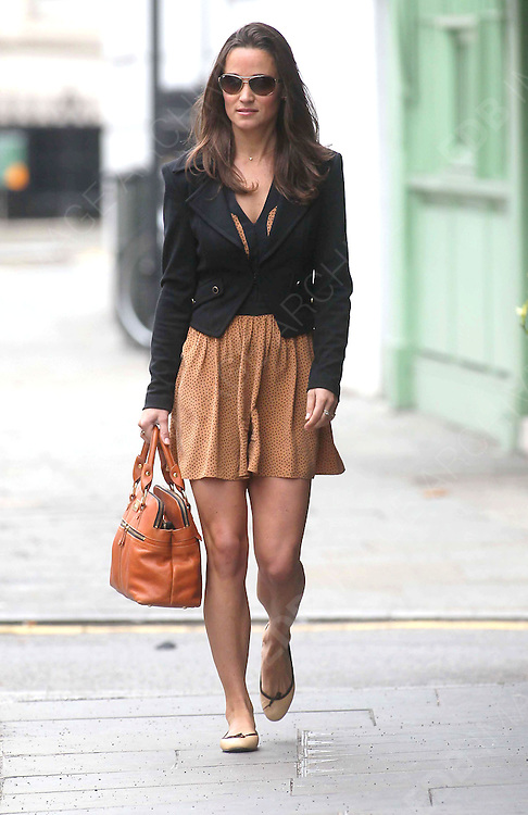 27.SEPTEMBER.2011. LONDON<br /> <br /> PIPPA MIDDLETON ARRIVES FOR WORK IN LONDON<br /> <br /> BYLINE: EDBIMAGEARCHIVE.COM<br /> <br /> *THIS IMAGE IS STRICTLY FOR UK NEWSPAPERS AND MAGAZINES ONLY*<br /> *FOR WORLD WIDE SALES AND WEB USE PLEASE CONTACT EDBIMAGEARCHIVE - 0208 954 5968*