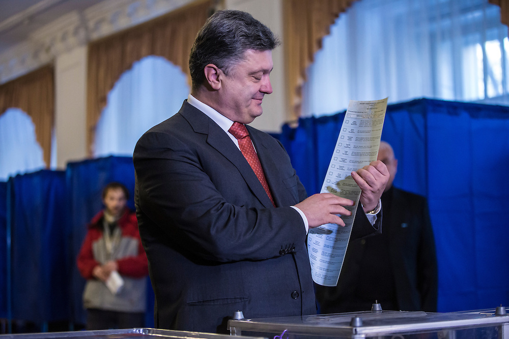 KIEV, UKRAINE - OCTOBER 26: Ukrainian President Petro Poroshenko (C) casts his ballot for parliamentary elections on October 26, 2014 in Kiev, Ukraine. The country's parliamentary elections are seen as key to Poroshenko's ability to advance his agenda. (Photo by Brendan Hoffman/Getty Images) *** Local Caption *** Petro Poroshenko