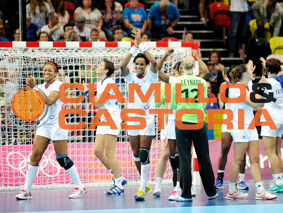 DESCRIZIONE : France Handball Jeux Olympiques Londres GIOCATORE : Kanto Tervel Pineau Lacrabere Dembele eynaud  FRA SQUADRA : France Femme DATA : 2012-08-11CATEGORIA : SPORT : HandBall AUTORE : AGENZIA CIAMILLO & CASTORIA/G.Ciamillo