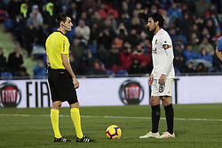 November 10, 2018 - Getafe, Madrid, Spain - Valencia CF's Daniel Parejo have words with the referee during La Liga match between Getafe CF and Valencia CF at Coliseum Alfonso Perez in Getafe, Spain. November 10, 2018. (Credit Image: © A. Ware/NurPhoto via ZUMA Press)