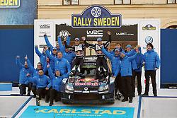 15.02.2015,  Karlstad, SWE, FIA, WRC, Schweden Rallye, im Bild Sebastien Ogier/Julien Ingrassia (Volkswagen Motorsport/Polo R WRC) and the whole Volkswagen Team at the Podium Karlstad // during the WRC Sweden Rallye at the Karlstad in Karlstad, Sweden on 2015/02/15. EXPA Pictures &copy; 2015, PhotoCredit: EXPA/ Eibner-Pressefoto/ Bermel<br /> <br /> *****ATTENTION - OUT of GER*****