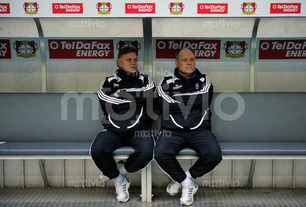 Fussball  1. Bundesliga  Saison 2008/2009    21. Spieltag     Bayer Leverkusen - Hamburger SV   22.02.2009   Trainer Martin JOL (re) und sein Bruder sitzen vor Spielbeginn auf der Bank.