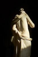France, Paris (75), musee du Louvre, L'Amour et Psyché, marbre 1797, Antonio Canova, Possagno 1757 - Venise 1822 // France, Paris (75), Louvre museum, Eros and Psyche by Antonio Canova
