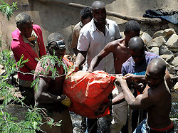 61087544<br /> People carry the body of an illegal miner from an illegal gold mine in Benoni, outside Johannesburg, South Africa, Feb. 18, 2014. An illegal miner s body was discovered at an abandoned gold mine in Benoni where an accident happened a week ago, Tuesday, 18th February 2014. Picture by  imago / i-Images<br /> UK ONLY