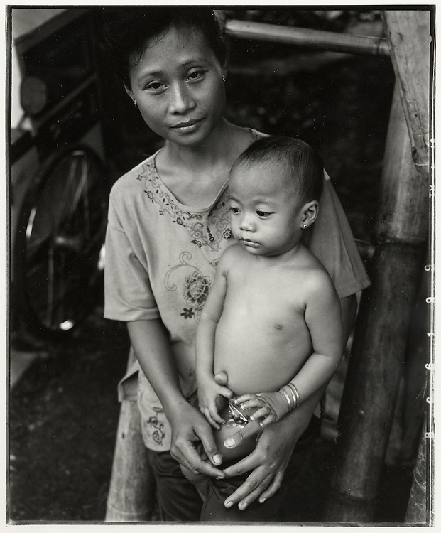 Mother and child Cilincing, one of Jakarta's poorest areas - August 2004