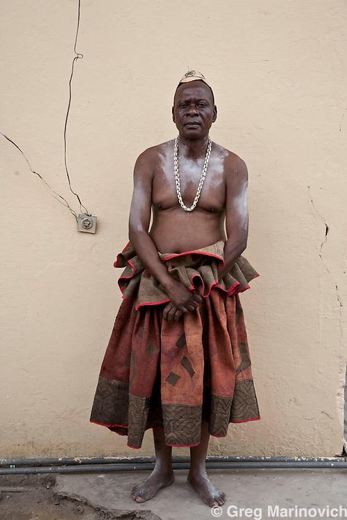 Kinshasa, DRC Jan 05 2008: A royal dresser Emmanuel Kwete, public rassembleyr habilleur cour royale prior to a portrait of the Nyimi de BaKuba, Emille Torday, at his residence in Kinshasa, DRC.  Photo: Greg Marinovich