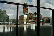 Berlino: reflection from the New National Gallery