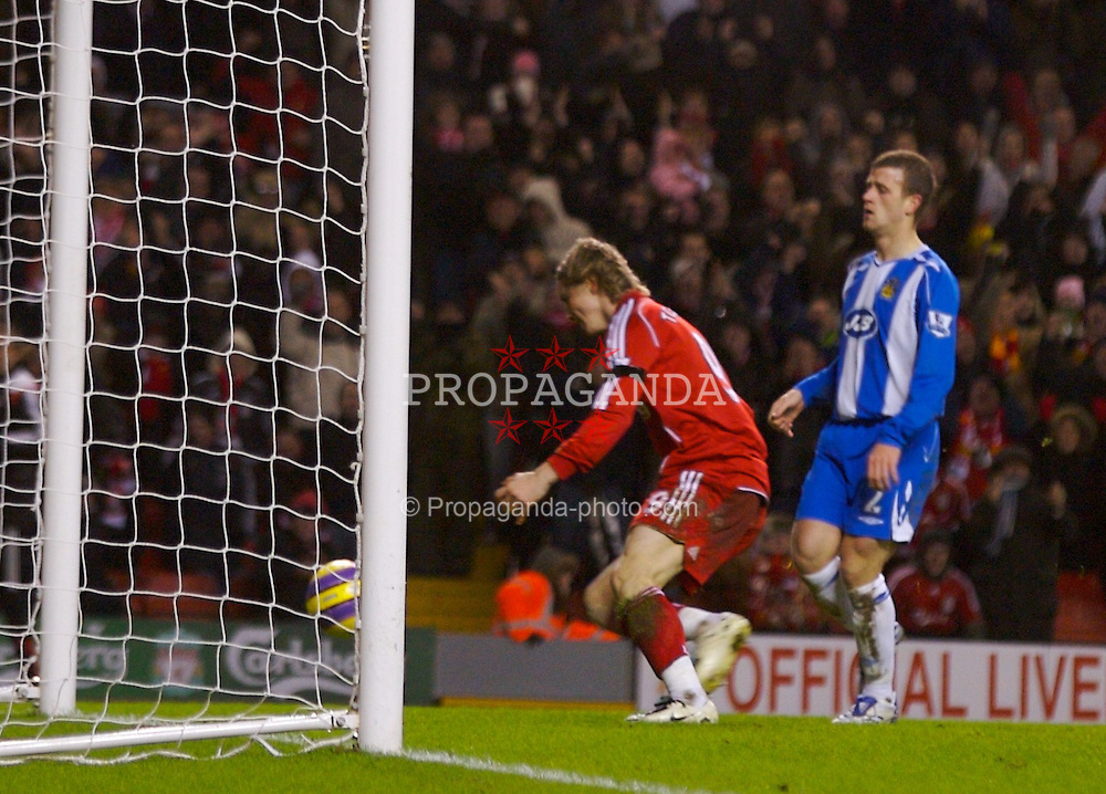LIVERPOOL, ENGLAND - Wednesday, January 2, 2008: Liverpool's Fernando Torres scores the opening goal against Wigan Athletic during the Premiership match at Anfield. (Photo by David Rawcliffe/Propaganda)