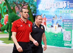 NANNING, CHINA - Monday, March 26, 2018: Wales' Gareth Bale during a team walk near the Wanda Realm Resort on day seven of the 2018 Gree China Cup International Football Championship ahead of the final against Uruguay. (Pic by David Rawcliffe/Propaganda)