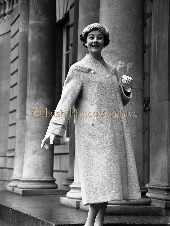 Fashions at Parnell Square, Dublin, Ireland. 04/02/1958 .