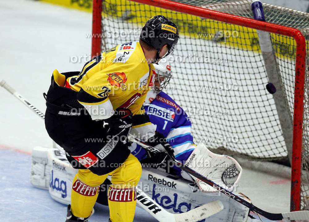 14.09.2012, Stadthalle, Villach, AUT, EBEL, EC VSV vs UPC Vienna Capitals, 03. Runde im Bild Penaltitor von Marcus Olsson (Capitals,#20) // during the Erste Bank Icehockey League 03rd Round match between EC VSV and UPC Vienna Capitals at the City Hall, Villach, Austria, 2012/09/14, EXPA Pictures © 2012, PhotoCredit: EXPA/ Oskar Hoeher