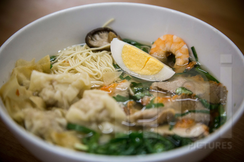 """Bowl of traditional vietnamese dish """"wonton noodle soup"""" (my van than) in a street restaurant of Hang Chieu, Hanoi, Vietnam, Southeast Asia"""
