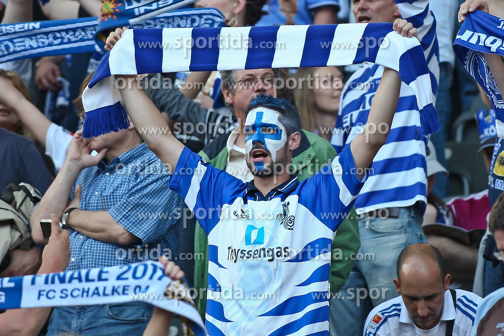 21.05.2011, Olympia Stadion, Berlin, GER, DFB Pokal Finale 2011,  MSV Duisburg vs Schalke 04, im Bild Fans von MSV Duisburg  // during the DFB Cup final 2011 MSV Duisburg vs. Schalke 04 at the Olympic Stadium, Berlin, 21/05/2011 EXPA Pictures © 2011, PhotoCredit: EXPA/ nph/  Hammes       ****** out of GER / SWE / CRO  / BEL ******