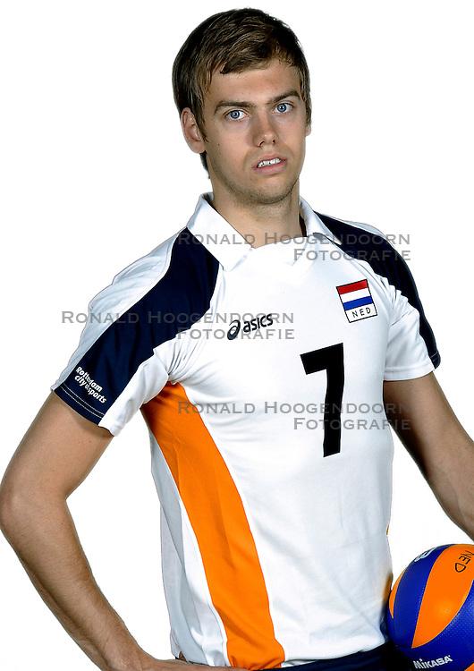 18-05-2010 VOLLEYBAL: NEDERLANDS HEREN VOLLEYBAL TEAM: CAPELLE AAN DE IJSSEL<br /> Reportage Nederlands volleybalteam mannen / Gijs Jorna<br /> &copy;2010-WWW.FOTOHOOGENDOORN.NL