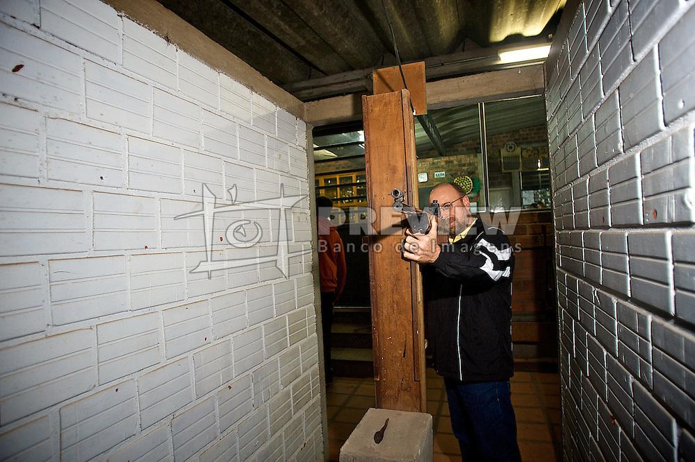 A prática do tiro ao alvo - comum entre os imigrante alemães - impulsionou a criação do Grêmio Atiradores Novo Hamburgo. Sua fundação deu-se em 1892 e, em 1958, o clube se fundiu com a Sociedade da Mocidade Bailante. FOTO: Lucas Uebel/Preview.com