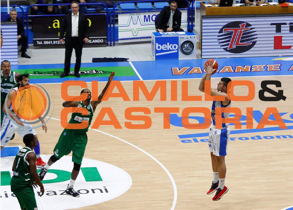 Capo dOrlando 27 Dicembre 2015<br /> BASKET Lega A Beko<br /> Betaland Orlandina Basket - Sidigas Avellino<br /> NELLA FOTO Stojanovic al tiro da tre punti<br /> FOTO CIAMILLO