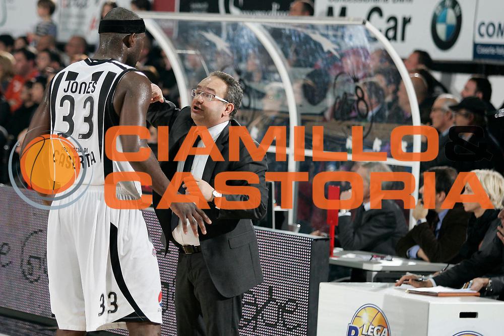 DESCRIZIONE : Caserta Lega A 2010-11 Pepsi Caserta Montepaschi Siena<br /> GIOCATORE : Jumiane Jones Stefano Sacripanti<br /> SQUADRA : Pepsi Caserta<br /> EVENTO : Campionato Lega A 2010-2011<br /> GARA : Pepsi Caserta Montepaschi Siena<br /> DATA : 20/02/2011<br /> CATEGORIA : ritratto<br /> SPORT : Pallacanestro<br /> AUTORE : Agenzia Ciamillo-Castoria/A.De Lise<br /> Galleria : Lega Basket A 2010-2011<br /> Fotonotizia : Caserta Lega A 2010-11 Pepsi Caserta Montepaschi Siena<br /> Predefinita :