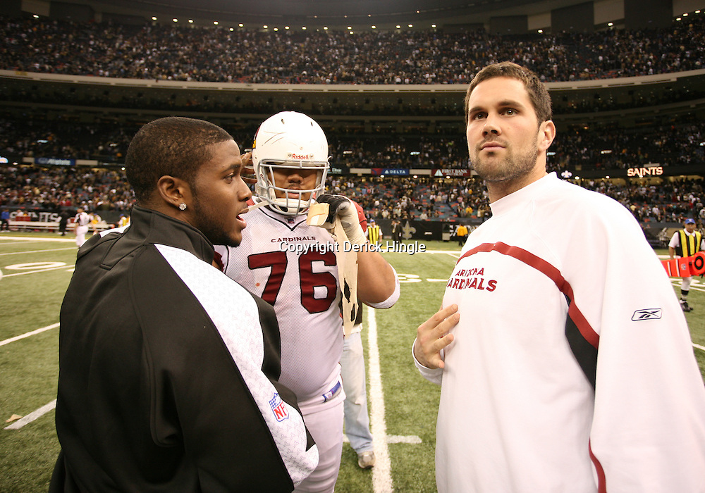 2007 December, 16: Former USC teammates New Orleans Saints running back Reggie Bush (25) and Arizona Cardinals quarterback Matt Leinart talk post game on the field following a 31-24 win by the New Orleans Saints over the Arizona Cardinals at the Louisiana Superdome in New Orleans, LA.