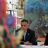 Toluca, Mex.- Laura Barrera Fortoul (der), Secretaria de Turismo y Hector Jimenez Baca (izq), Comisionado de la Agencia de Seguridad Estatal (ASE), durante la firma de convenio de colaboracion entre la ASE y la Secretaria de Turismo para la Impaticion de Cursos de Cultura. Agencia MVT / Javier Rodriguez. (DIGITAL)<br /> <br /> <br /> <br /> <br /> <br /> <br /> <br /> NO ARCHIVAR - NO ARCHIVE