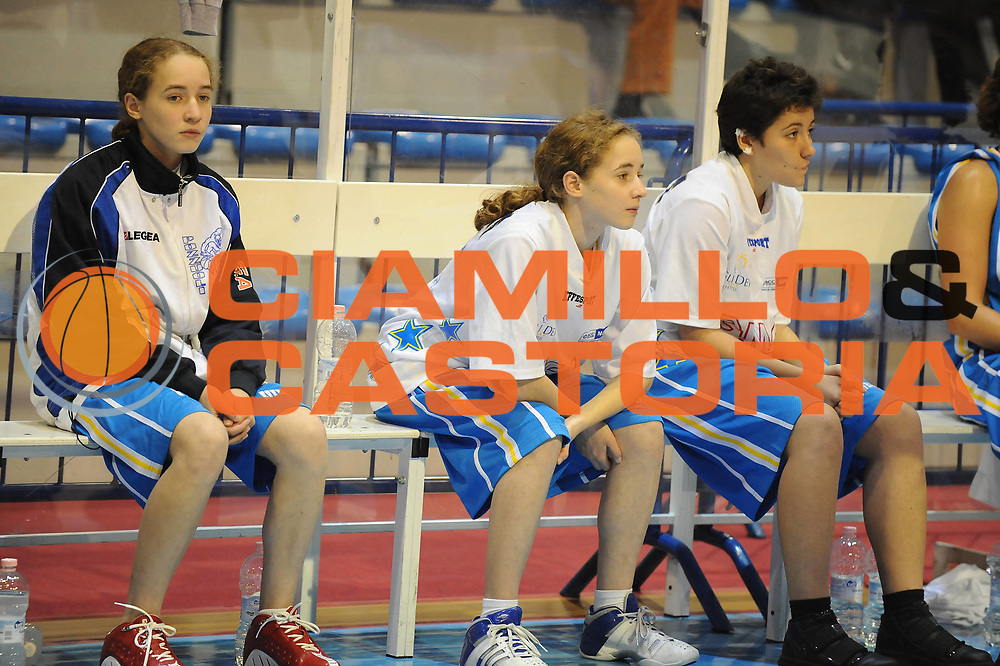 DESCRIZIONE : Faenza LBF Club Atletico Faenza GMA Phonica Pozzuoli<br /> GIOCATORE : Panchina Pozzuoli Ragazzine Tesserate<br /> SQUADRA : GMA Phonica Pozzuoli<br /> EVENTO : Campionato Lega Basket Femminile A1 2009-2010<br /> GARA : Club Atletico Faenza GMA Phonica Pozzuoli<br /> DATA : 24/10/2009 <br /> CATEGORIA : curiosita<br /> SPORT : Pallacanestro <br /> AUTORE : Agenzia Ciamillo-Castoria/M.Marchi