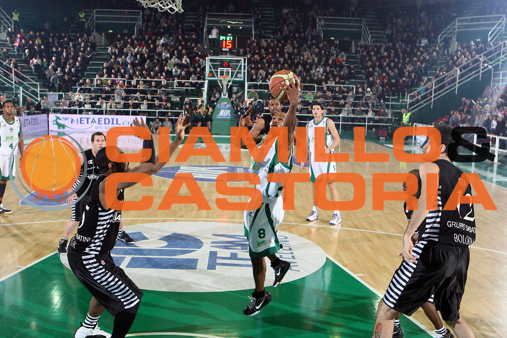 DESCRIZIONE : Avellino Lega A1 2008-09 Air Avellino La Fortezza Virtus Bologna<br /> GIOCATORE : Travis Best<br /> SQUADRA : Air Avellino<br /> EVENTO : Campionato Lega A1 2008-2009 <br /> GARA : Air Avellino La Fortezza Virtus Bologna<br /> DATA : 28/02/2009<br /> CATEGORIA : tiro<br /> SPORT : Pallacanestro <br /> AUTORE : Agenzia Ciamillo-Castoria/G.Ciamillo