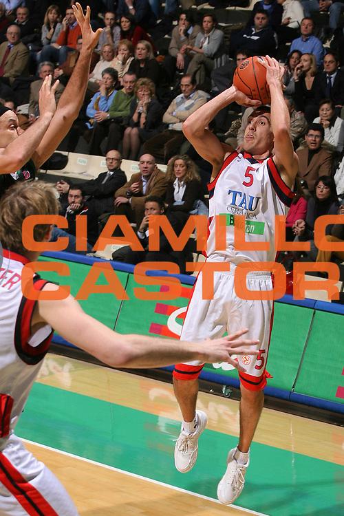 DESCRIZIONE : Siena Eurolega 2007-08 Montepaschi Siena Tau Ceramica Vitoria <br /> GIOCATORE : Pablo Prigioni <br /> SQUADRA : Tau Ceramica Vitoria <br /> EVENTO : Eurolega 2007-2008 <br /> GARA : Montepaschi Siena Tau Ceramica Vitoria <br /> DATA : 09/01/2008 <br /> CATEGORIA : Tiro <br /> SPORT : Pallacanestro <br /> AUTORE : Agenzia Ciamillo-Castoria/G.Ciamillo