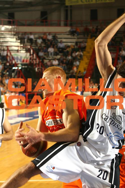 DESCRIZIONE : Napoli Lega A1 2005-06 Play Off Quarti Finale Gara 1 Carpisa Napoli Snaidero Udine <br /> GIOCATORE : Zavackas <br /> SQUADRA : Carpisa Napoli <br /> EVENTO : Campionato Lega A1 2005-2006 Play Off Quarti Finale Gara 1 <br /> GARA : Carpisa Napoli Snaidero Udine <br /> DATA : 18/05/2006 <br /> CATEGORIA : Rimbalzo <br /> SPORT : Pallacanestro <br /> AUTORE : Agenzia Ciamillo-Castoria/G.Ciamillo