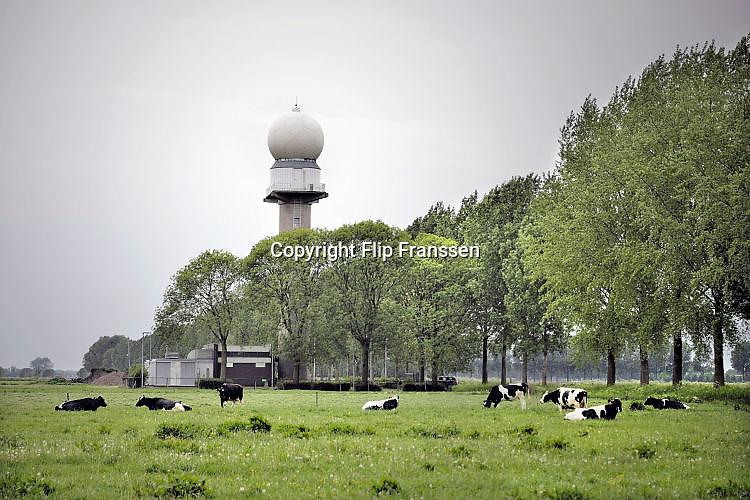 Nederland, Herwijnen, 16-5-2017De radar, neerslagradar, van het KNMI om bewolking en regen te registreren.Foto: Flip Franssen