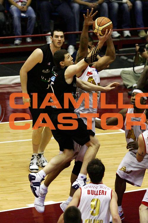 DESCRIZIONE : Milano Lega A1 2006-07 Playoff Semifinale Gara 3 Armani Jeans Milano VidiVici Virtus Bologna<br /> GIOCATORE : Vlado Ilievski<br /> SQUADRA : VidiVici Virtus Bologna<br /> EVENTO : Campionato Lega A1 2006-2007 Playoff Semifinale Gara 3<br /> GARA : Armani Jeans Milano VidiVici Virtus Bologna<br /> DATA : 06/06/2007<br /> CATEGORIA : Tiro<br /> SPORT : Pallacanestro<br /> AUTORE : Agenzia Ciamillo-Castoria/L.Lussoso<br /> Galleria : Lega Basket A1 2006-2007<br /> Fotonotizia : Milano Campionato Italiano Lega A1 2006-2007 Playoff Semifinale Gara 3 Armani Jeans Milano VidiVici Virtus Bologna<br /> Predefinita :