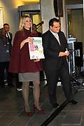 Prinses M&aacute;xima opent Week van het geld<br /> <br /> Hare Koninklijke Hoogheid Prinses M&aacute;xima der Nederlanden geeft in aanwezigheid van circa 200 kinderen het startsein voor de &lsquo;Week van het geld&rsquo; op het Frederiksplein te Amsterdam. Tijdens de Week van het geld staat omgaan met geld centraal. Het programma is voor kinderen van 4 tot 12 jaar.<br /> <br /> Her Royal Highness Princess M&aacute;xima of the Netherlands will in the presence of approximately 200 children launch the &quot;Week of money&quot; on the Frederiksplein in Amsterdam. During the week of the money is money management the center. The program is for children from 4 to 12 years.<br />  Op de foto / On the photo: Prinses M&aacute;xima en minister van Financi&euml;n Jan Kees de Jager / Princess M&aacute;xima and Minister of Finance  Jan Kees de Jager