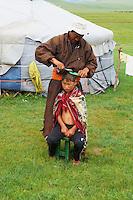 Mongolie, Arkhangai, la vallee de la Steppe Jaune, campement nomade, Javkhlan, 8 ans, chez le coiffeur // Mongolia, Arkhangai, Yellow Steppe valley, nomad camp, Hair dresser for Javkhlan, 8 year old