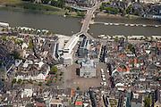 Nederland, Limburg, Gemeente Maastricht, 27-05-2013; Winkelgebied Mosae Forum (architecten Jo Coenen en Bruno Albert ) en het stadhuis op de Markt in het historische centrum van Maastricht met Maas en de Wilhelminabrug die het centrum met stadsdeel Wyck verbindt.<br /> Mosae Forum shopping and the town hall on the Markt (market square) in the historic center of Maastricht with the river Maas and the Wilhelminabrug.<br /> luchtfoto (toeslag op standaardtarieven);<br /> aerial photo (additional fee required);<br /> copyright foto/photo Siebe Swart.