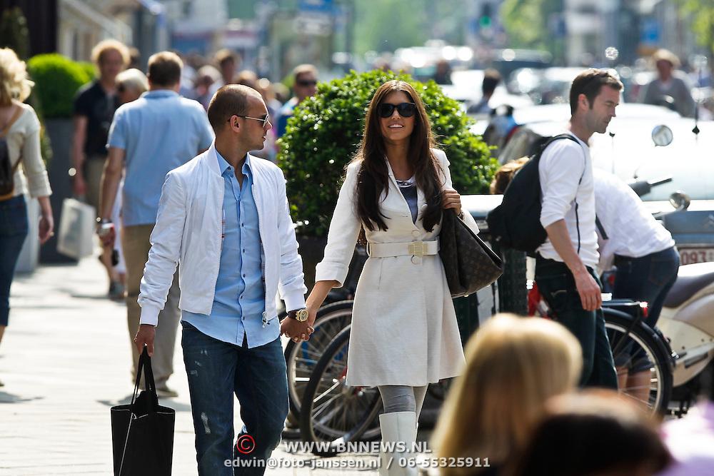 NLD/Amsterdam/20100524 - Yolanthe Cabau van Kasbergen en partner Wesley Sneijder winkelend in de PC Amsterdam